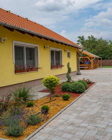 Família Panzió - 7135 Dunaszentgyörgy, Rákóczi utca 2-4.